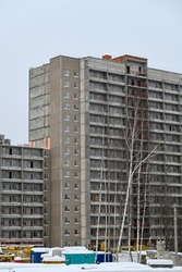 Construction of a multi-storey building at a construction site