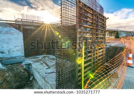 Construction of a pillar for a highway bridge