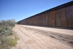Construction of the border wall along the US/Mexico international border (Arizona, USA)