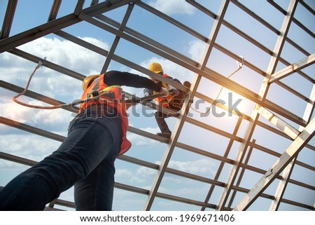 Construction workers install new roofs, roofing tools and fall protection devices. Apply to new roofRoof repair, a Specialist in Roof Forming, is the Replacement of roof plates