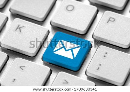 Contact us business icon on computer keyboard  Zdjęcia stock ©