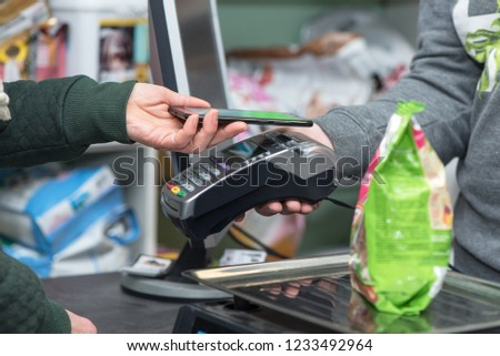 Contactless paypass using smartphone and electronic payment terminal in store, NFC