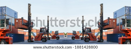 Container loading in container yard with container handlers. Container ship in import and export business logistic company. Business Logistics and Transportation concept. Foto stock ©