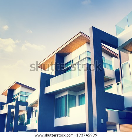 Contemporary Residential Building Exterior in the Daylight #193745999