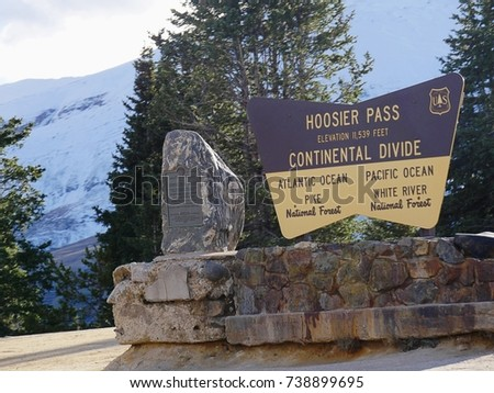 Continental Divide sign of the U.S. Department of Agriculture's Forest Service at Hoosier Pass in central Colorado at an elevation of 11,539 feet. The marker divides Atlantic Ocean and Pacific Ocean.