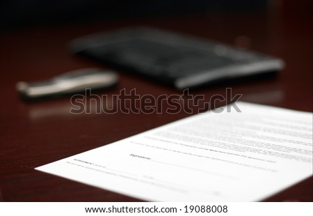 Contract on a table, shallow DoF
