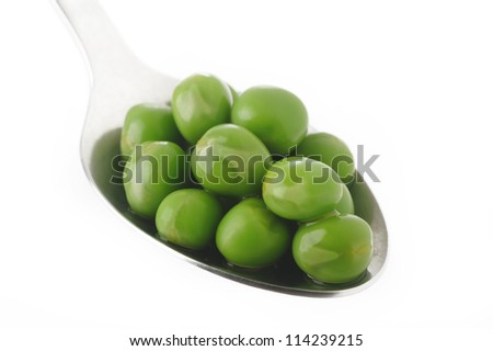 cooked green peas in spoon