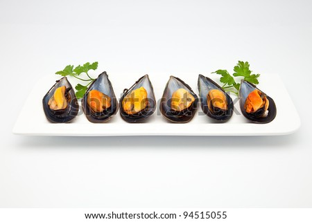cooked mussels prepared to consume
