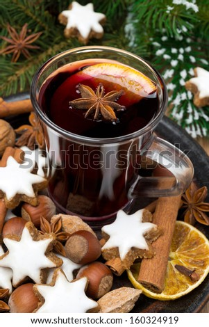 cookies in the shape of stars, spices and a cup of mulled wine, close-up