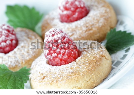 Cookies with a raspberry and powdered sugar