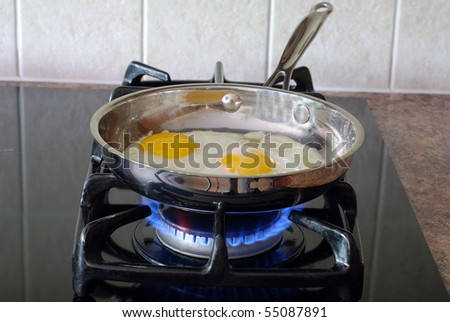 Cooking eggs on a gas stove