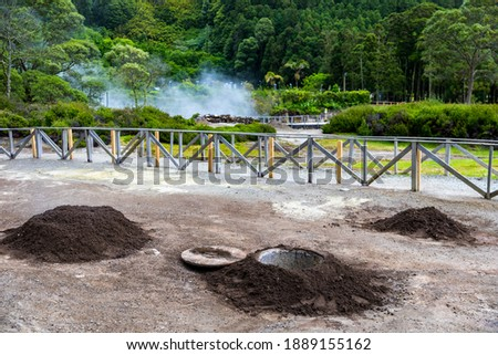 Cooking of Cozido Das Furnas meal, Sao Miguel, Azores. Hole in the ground for cooking Cozido das Furnas, a meat stew cooked by the volcanic steam from Furnas Lake, Sao Miguel, Azores, Portugal.  Stock foto ©