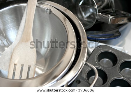 Cooking utensils comprising of stainless colander, pan, wok muffin tray, ladle, wooden spatula and iron skillet #3906886