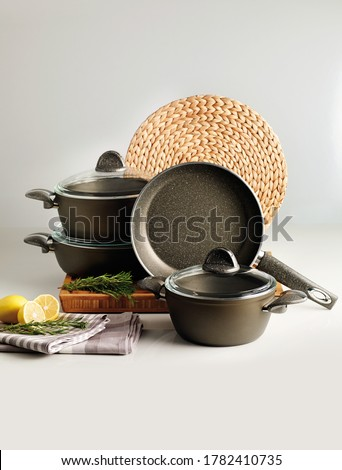 Cookware set with pots and pans. Foto stock ©