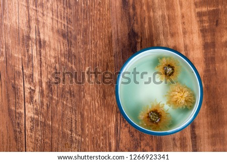 Cool and cool chrysanthemum tea