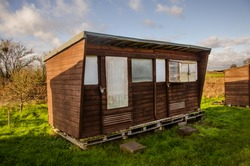 Cool wooden shed in allotments - Plot for self-sustainability with wooden shed in English allotments.