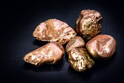 Copper nugget, a chemical element with the symbol Cu (from Latin cuprum), at room temperature copper is in a solid state.
