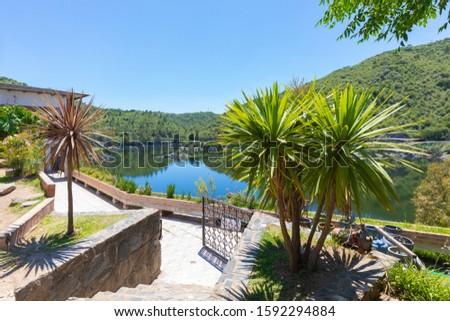 Cordoba Argentina garden on the Los Molinos artificial lake in the morning Foto stock ©