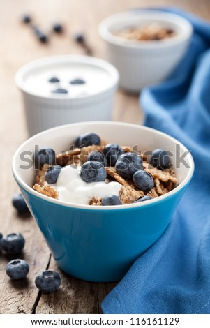 cornflakes with blueberry and yogurt