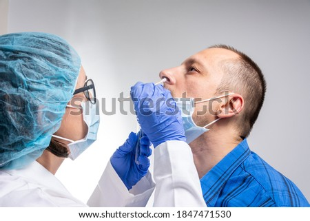 Coronavirus test - Medical worker taking a swab for corona virus sample from potentially infected man. covid-19 nasal swab test - doctor taking a mucus sample from patient nose in hospital Photo stock ©