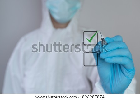 Coronavirus vaccination choice, acceptance of vaccine Is it good or bad to be vaccinated? healthcare worker nurse, doctor dressed in a medical face mask protective coverall check mark covid-19 concept Foto stock ©