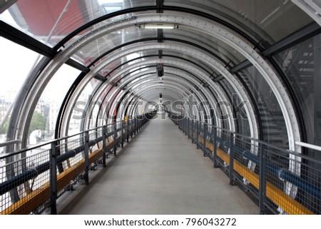 Corredor panorâmico do Centre Pompidou Foto stock ©
