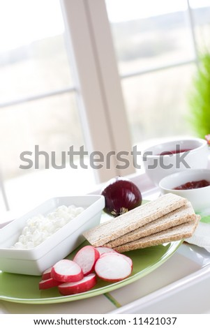 Cottage cheese, radish, red onion and crack bread / healthy breakfast