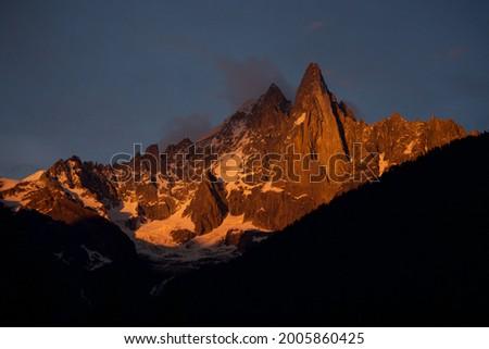 Coucher de soleil sur le massif des Drus à Chamonix Mont-Blanc Foto stock ©