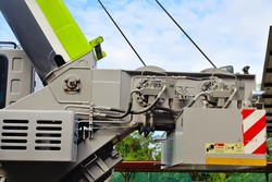Counterweight mechanism of heavy duty mobile boom type crane.