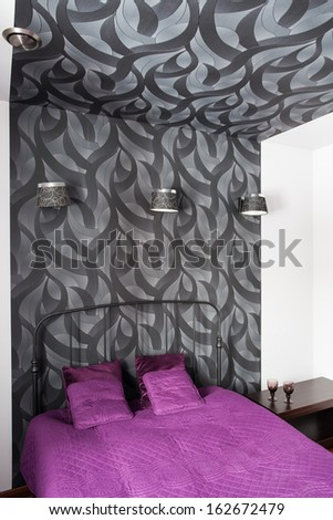Country home - bedroom with grey patterned wallpaper