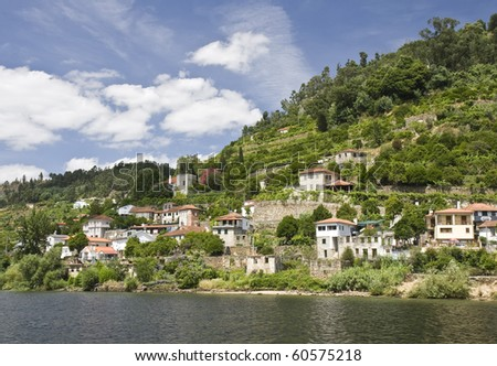 Country villages along the Douro River banks