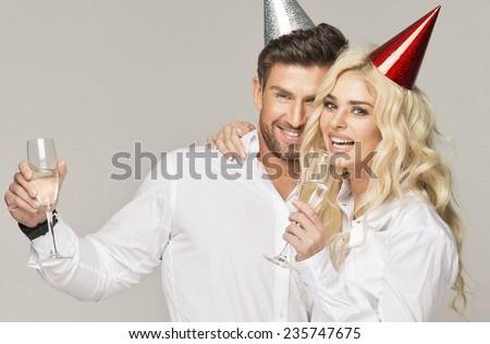 Couple celebrating new year\'s eve