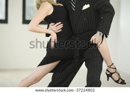 Couple dancing Argentine Tango in Pose 1.1