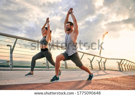 Couple doing sport together on the street. Yoga in the morning Foto stock ©