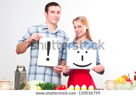 couple holding a plate with signs smile and exclamation