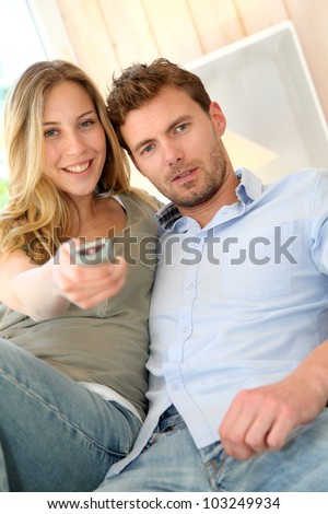 Couple in sofa watching tv