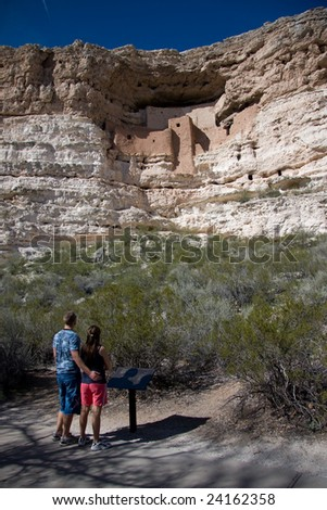 Couple viewing the Montezuma Castle National Monument