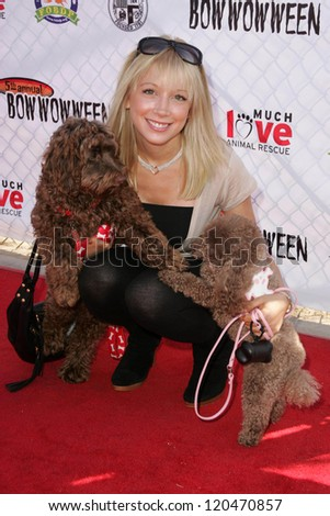 Courtney Peldon at The 5th Annual BowWowWeen Benefit Presented by Dog.com. Barrington Dog Park, Los Angeles, CA. 10-29-06