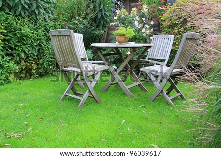 Cozy little backyard with outdoor furniture.