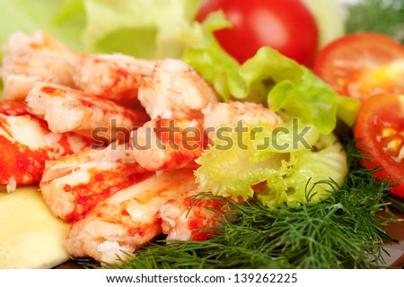 crab meat with salad and vegetables