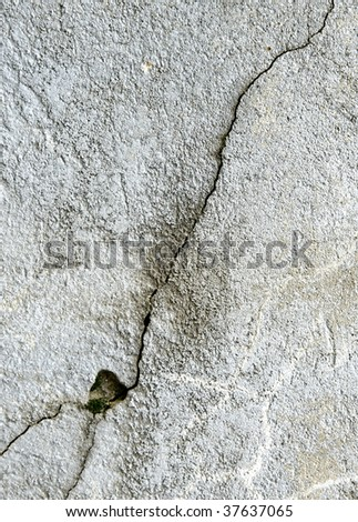 crack on concrete wall