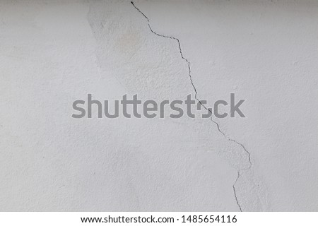 Cracked white wall. Cracked wall again after fix. #1485654116