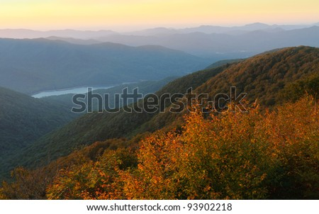 Craggy Gardens overlook and Burnett Reservoir of mountains at sunrise