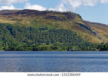 Craig Varr & Ceann Caol na Creige above Kinloch Rannoch weir, Loch Rannoch Stock fotó ©