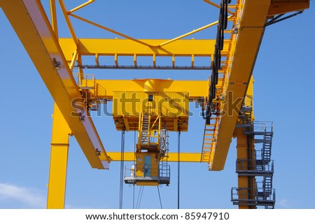 Crane for cargo containers