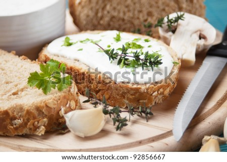 Cream and cheese spread with herbs and garlic