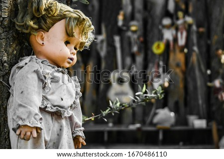 Creepy old dolls in the abandoned Island of the Dolls, Xochimilco, southern Mexico City Foto stock ©