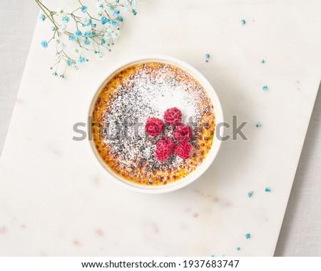 Creme brulee. Traditional French vanilla cream dessert. Burned cream, burnt creme or Trinity cream. Spanish crema catalana, rich custard base topped with layer of hardened caramelized sugar. Foto d'archivio ©