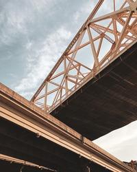 cris-crossing bridges in louisville kentucky