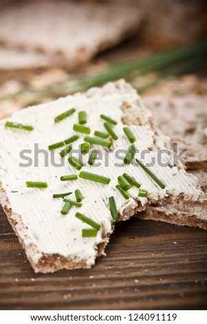 Crispbread with fresh cream cheese